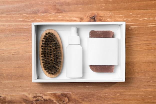 Ferramentas de preparação de barbearia em uma caixa de embalagem branca