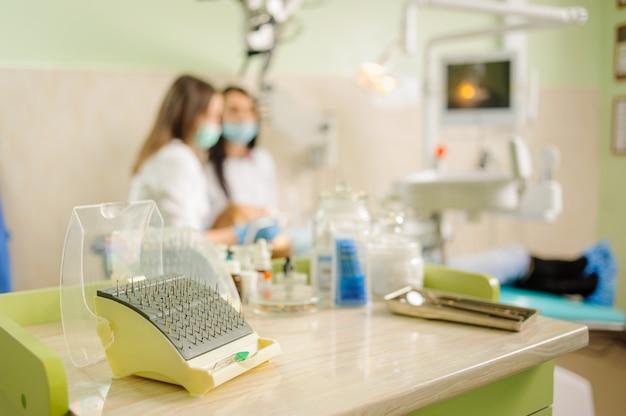 Ferramentas dentais. equipamento médico