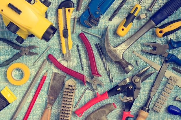 Ferramentas e acessórios para renovação de casas.