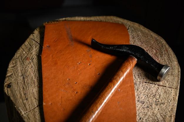 Ferramentas e artigos de trabalho em couro