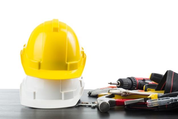 Ferramentas e equipamentos do dia do trabalho para trabalhar no local de construção.