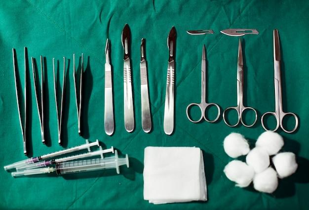 Ferramentas e equipamentos médicos
