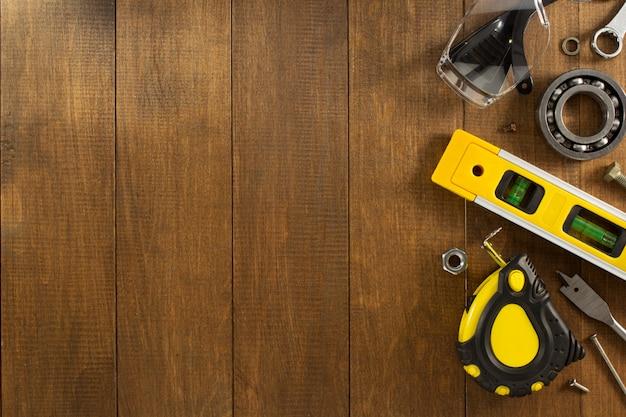 Ferramentas e instrumentos de trabalho em madeira