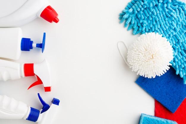 Ferramentas e produtos de limpeza copiam o espaço