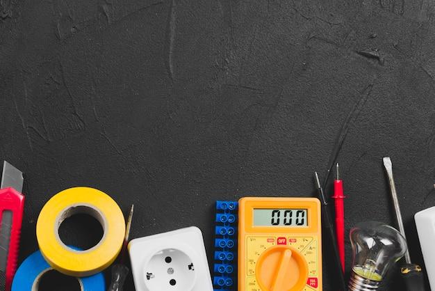 Ferramentas elétricas e multímetro
