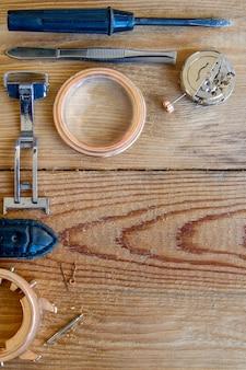 Ferramentas especiais para reparação de relógios.
