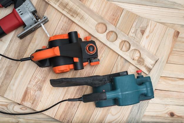Ferramentas manuais para trabalhar madeira para marcenaria