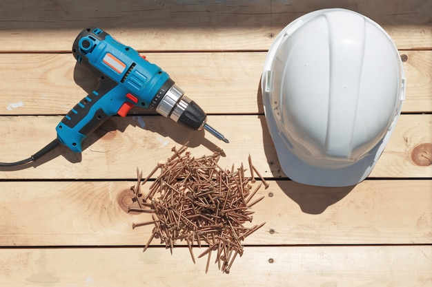 Ferramentas para a construção de um piso de madeira ou terraço