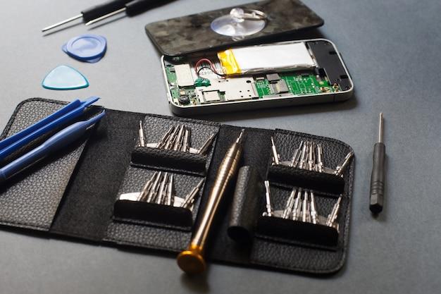 Ferramentas para consertar aparelhos eletrônicos