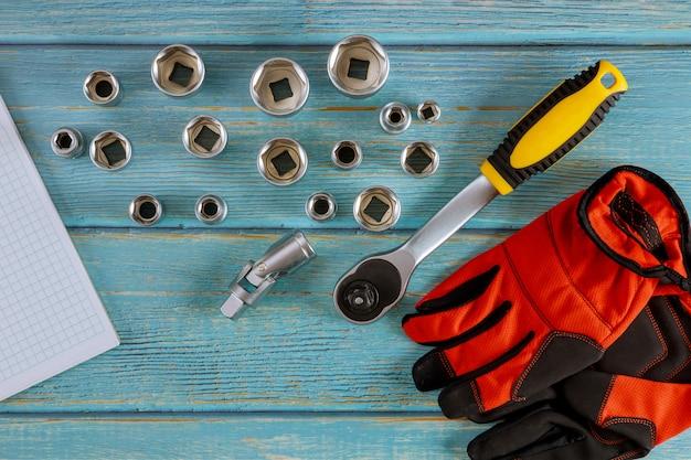 Ferramentas para mecânico de automóveis em luvas de trabalho de chave de automóvel