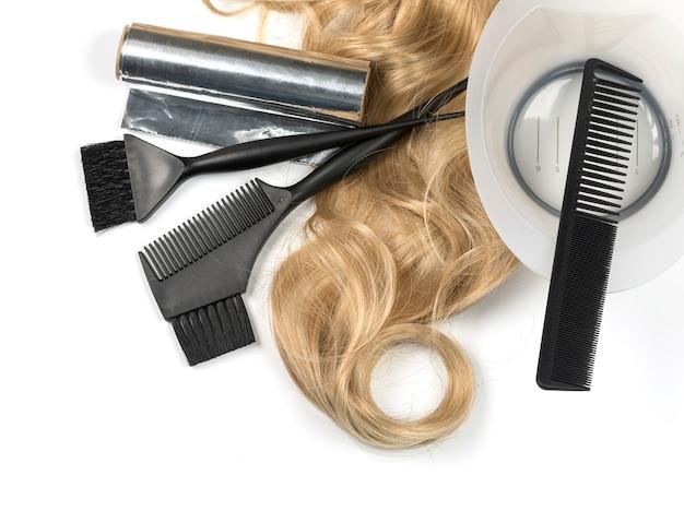 Ferramentas profissionais de cabeleireiro, isoladas no branco