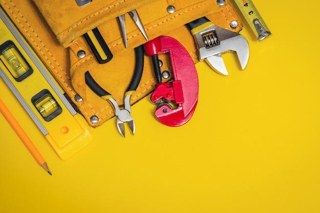 Ferramentas profissionais de construção para o mestre de obras