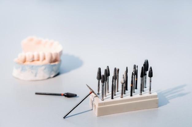 Ferramentas retificadoras e brocas para técnicos dentais