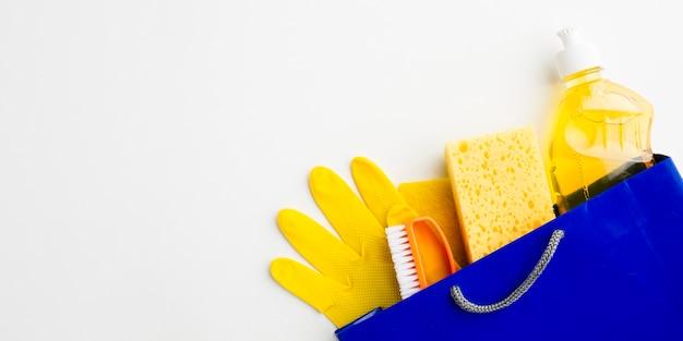 Ferramentas sanitárias no espaço da cópia do saco