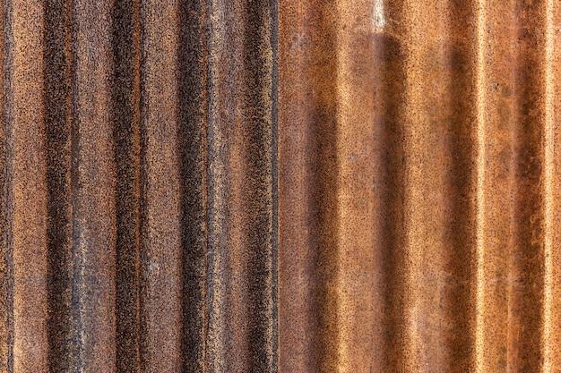 Ferro galvanizado enferrujado