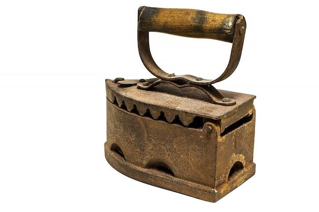 Ferro velho na superfície branca. ferro vintage.