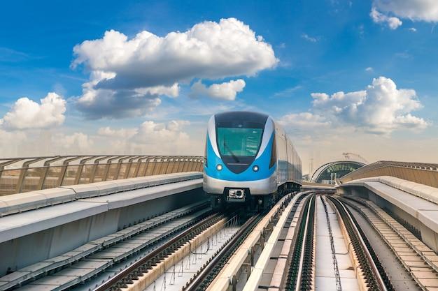 Ferrovia do metrô de dubai