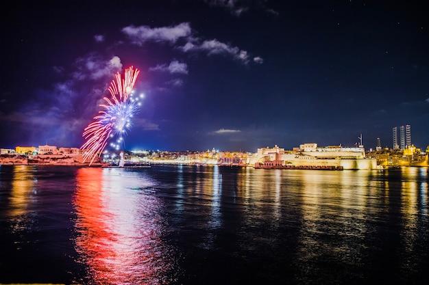 Festa da cidade com fogos de artifício