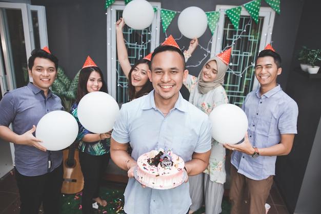 Festa de aniversário com amigos