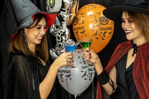 Festa de halloween bebendo