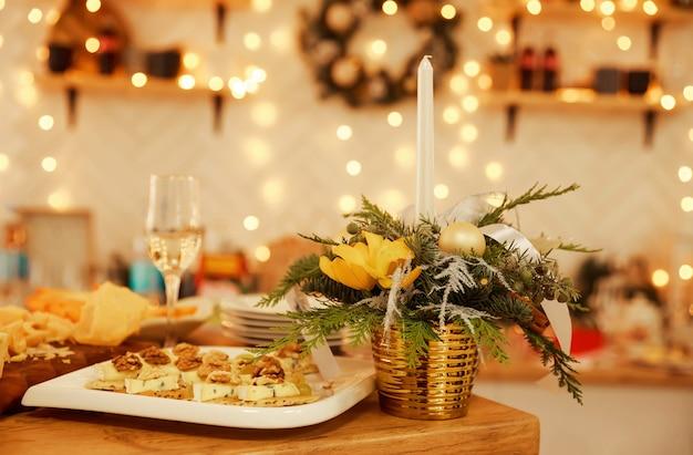 Festa festiva de degustação de queijos e vinhos. deliciosa mistura de queijo