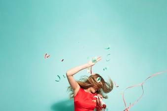 Festa louca com confetes