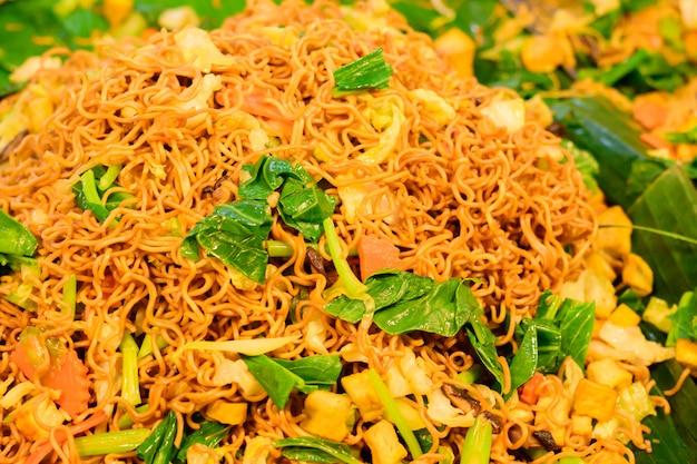 Festival chinês do vegetariano em banguecoque tailândia, ásia. comida de rua tradicional vegetariana.