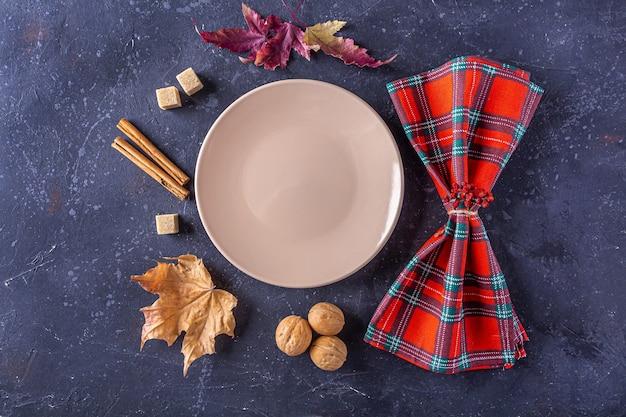 Festival da colheita de outono e configuração de mesa do dia de ação de graças.