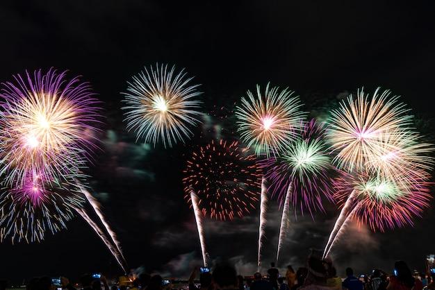 Festival de fogos de artifício em pattaya, tailândia