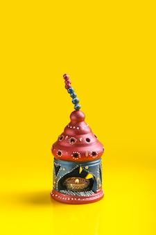 Festival indiano de diwali, lâmpada de óleo de argila bonita para a celebração de diwali, festival de luzes