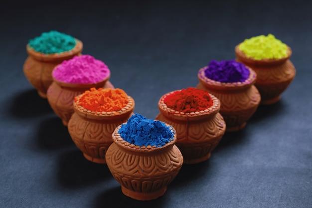 Festival indiano holi, cores na tigela