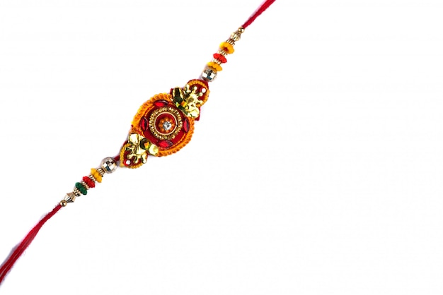 Festival indiano: raksha bandhan com um elegante rakhi