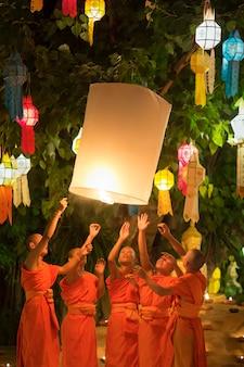 Festival yee-peng é cultura na tailândia