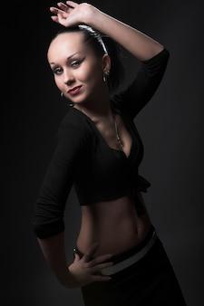 Fetiche modelo dançando