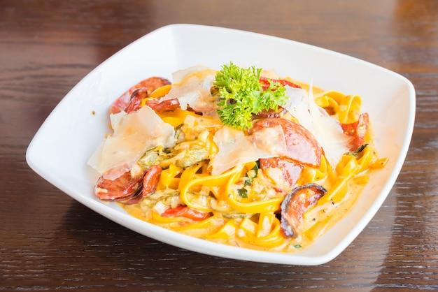 Fettuccine, estilo de comida italion