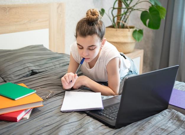 Ficar em casa. educações online.