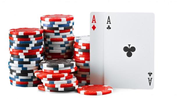 Fichas de casino isoladas no fundo branco