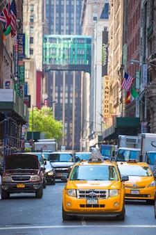 Fift avenida neigbourhood táxi de táxi amarelo 5 th av