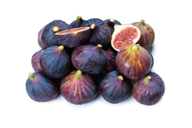 Figos saborosos isolados no fundo branco.