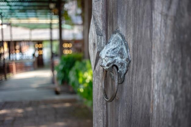 Figura de leão decoração de cobre knockdoor