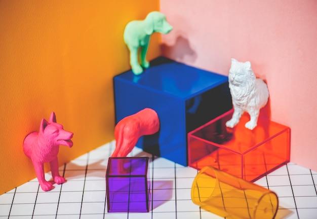 Figuras de animais de estimação em miniatura coloridas e brilhantes