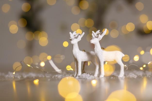 Figuras decorativas com tema de natal. veado de natal. decoração da árvore de natal.