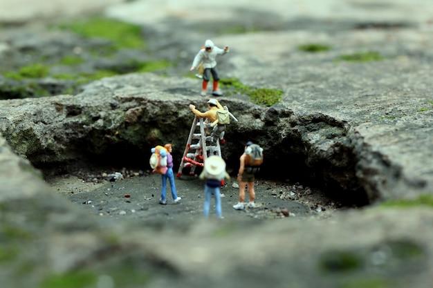 Figuras em miniatura pessoas minúsculas