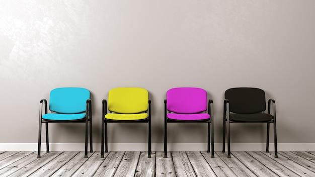 Fila de cadeiras no chão de madeira contra uma parede