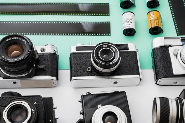 Filas de câmeras perto de filme