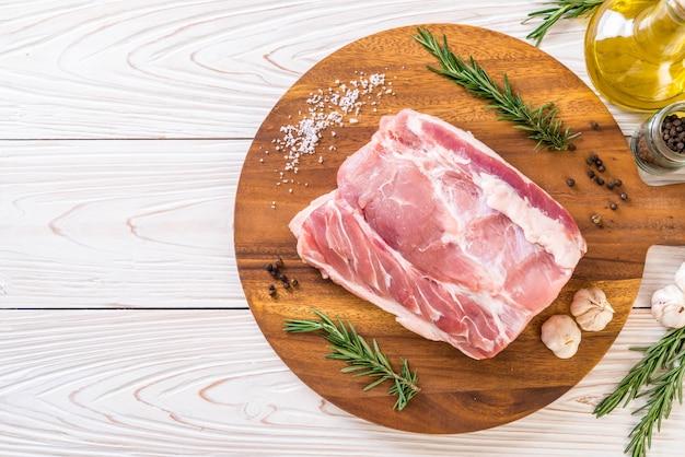 Filé cru de carne de porco fresca