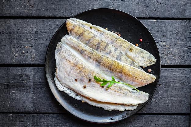 Filé cru sem espinhas de peixe lúcio poleiro marisco fresco pescada refeição lanche cópia espaço comida fundo rústico