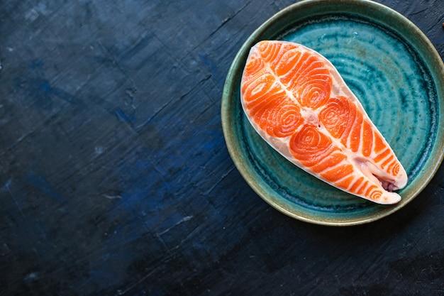 Filé de filé de peixe vermelho cru de salmão