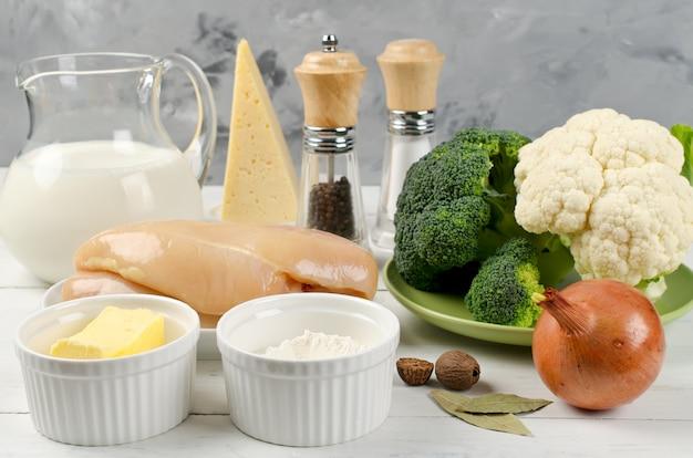 Filé de frango, brócolis, couve-flor e outros produtos