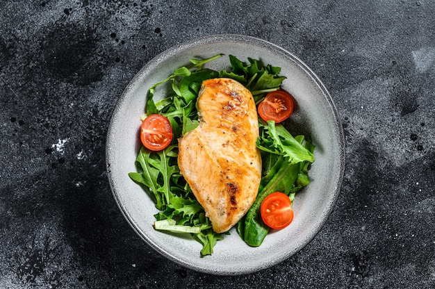 Filé de peito de frango com salada de rúcula